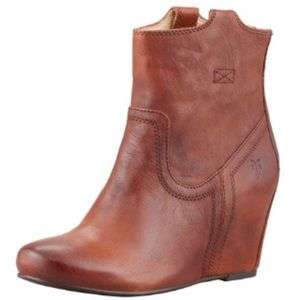 Frye boots size 8.5 gently used condition. Cognac